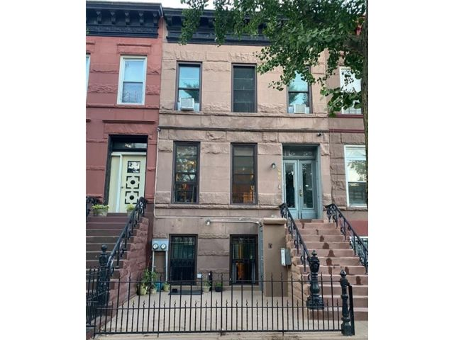 8 BR,  5.00 BTH  Multi-family style home in Bedford Stuyvesant