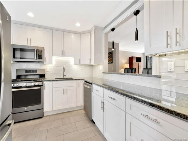 2 BR,  1.00 BTH Mid rise style home in White Plains