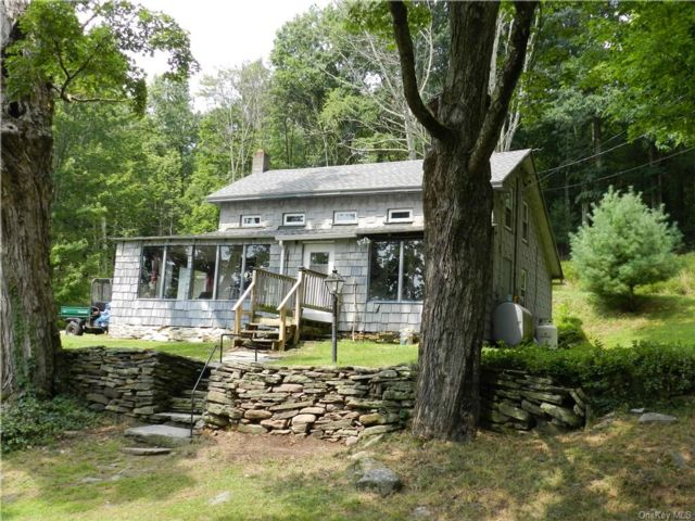 4 BR,  1.00 BTH  Cottage style home in Wawarsing