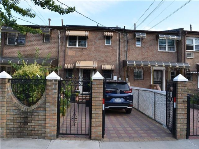3 BR,  1.50 BTH Single family style home in Brownsville