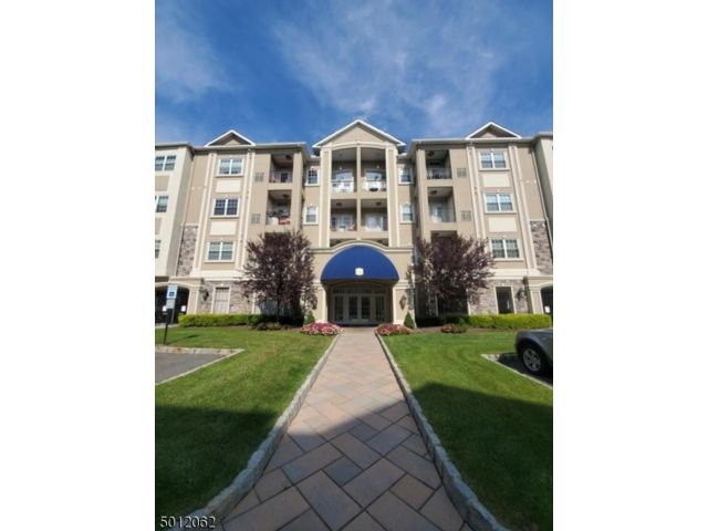 2 BR,  2.00 BTH One floor unit style home in Clifton