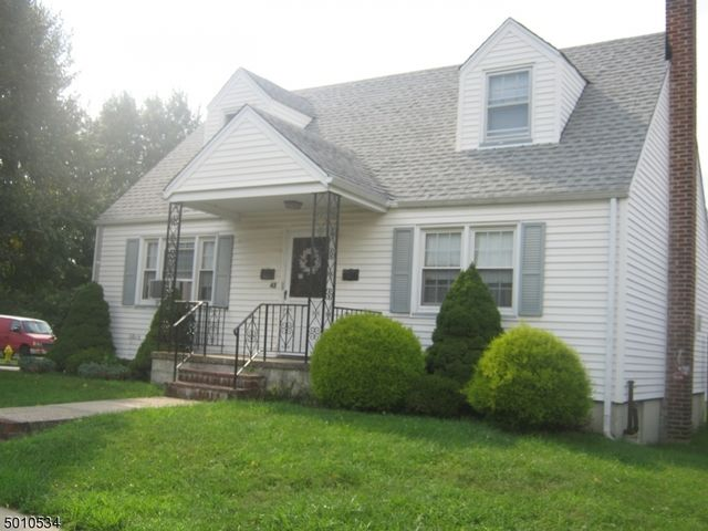 3 BR,  2.00 BTH Multi-family style home in Bloomfield