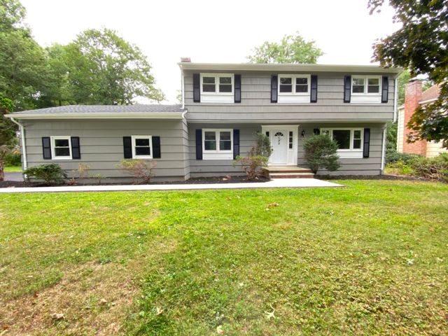 4 BR,  2.50 BTH  Colonial style home in Berkeley Heights