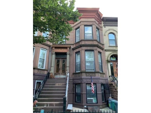 6 BR,  4.00 BTH Multi-family style home in Sunset Park