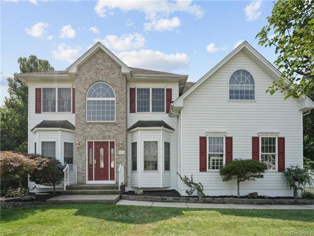 5 BR,  5.00 BTH  Colonial style home in New Windsor