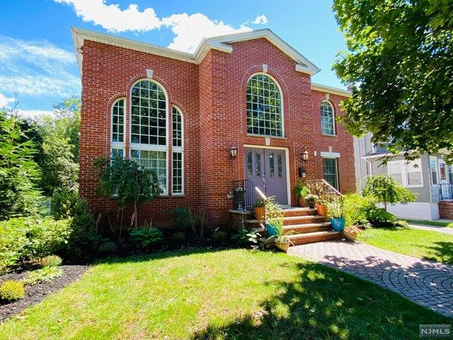 5 BR,  4.00 BTH  Colonial style home in Rutherford