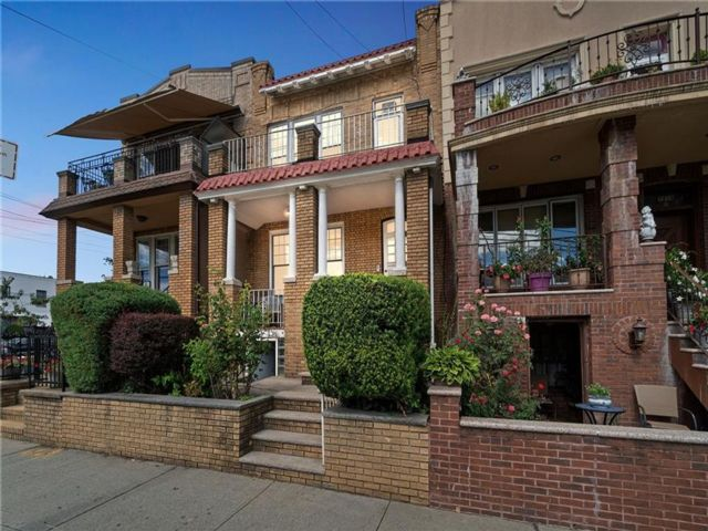 6 BR,  3.00 BTH Multi-family style home in Dyker Heights
