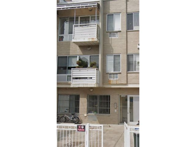 3 BR,  2.00 BTH Condominium style home in Gravesend