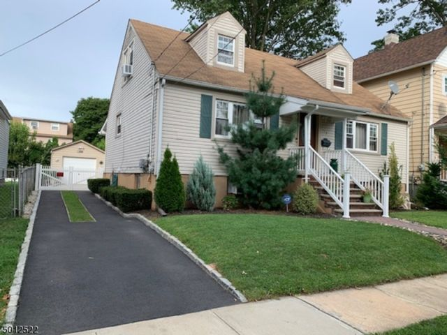 4 BR,  2.00 BTH  Cape cod style home in Rahway