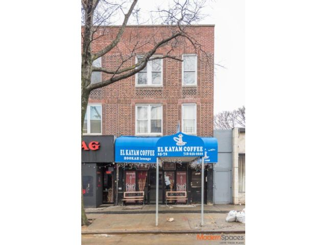 4 BR,  3.00 BTH  Commercial style home in Astoria