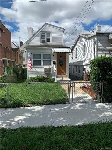 2 BR,  3.00 BTH  2 story style home in Throggs Neck