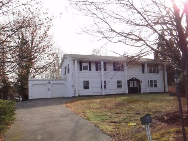 6 BR,  3.00 BTH Single family style home in Ramapo