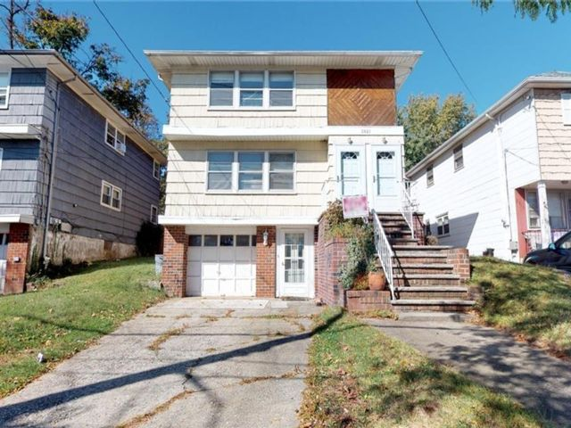 6 BR,  2.00 BTH Multi-family style home in Great Kill