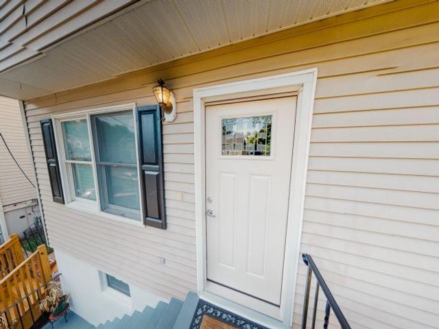 3 BR,  1.50 BTH 2 duplex style home in Paterson
