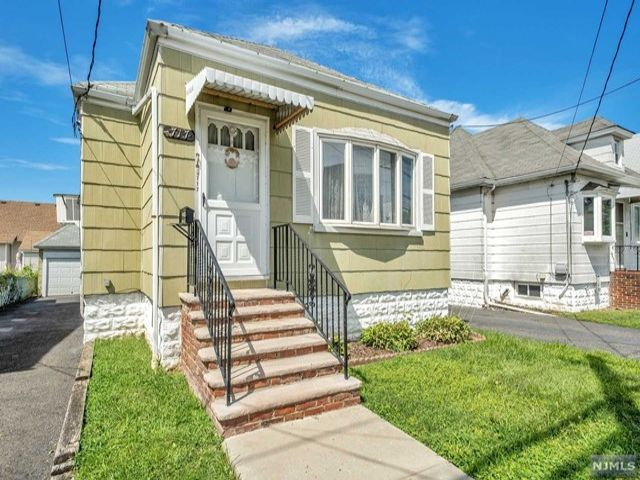 2 BR,  1.00 BTH Ranch style home in Secaucus