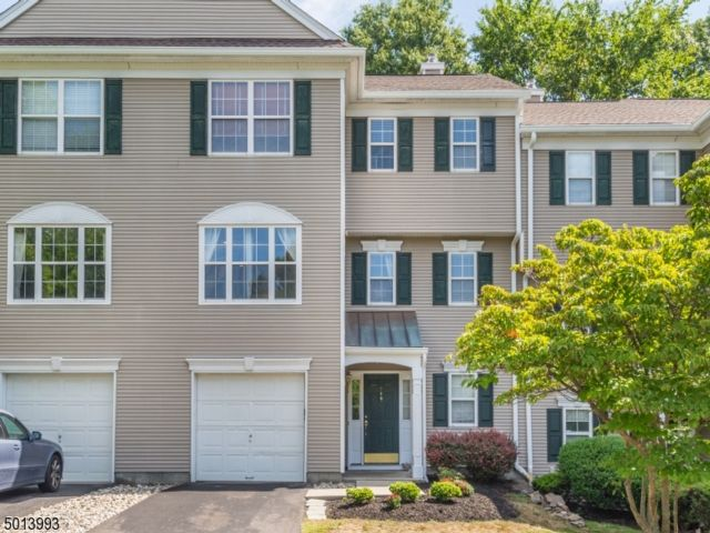 3 BR,  2.50 BTH Townhouse-inter style home in Wayne