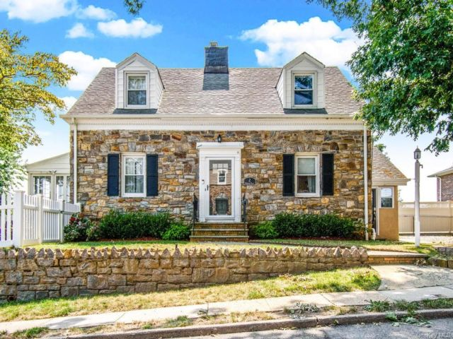 3 BR,  3.00 BTH Cape style home in Yonkers