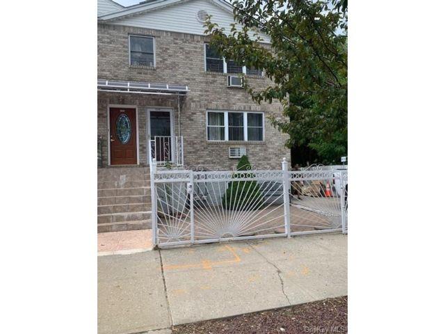 6 BR,  4.00 BTH Bilevel style home in Cornell