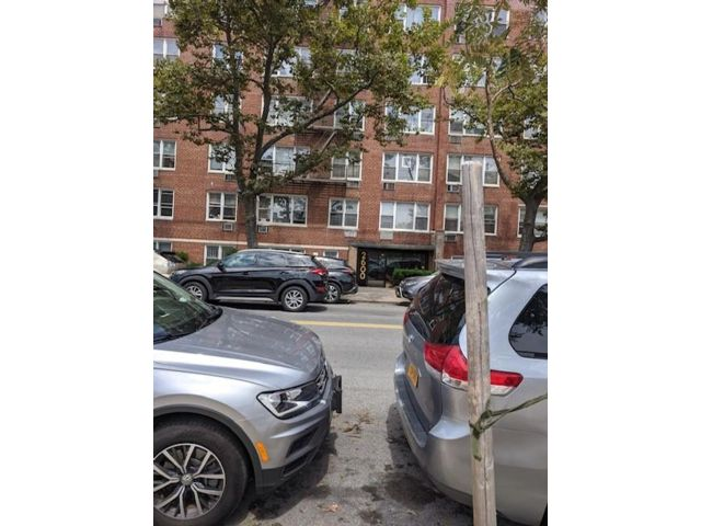1 BR,  1.00 BTH Co-op style home in Sheepshead Bay