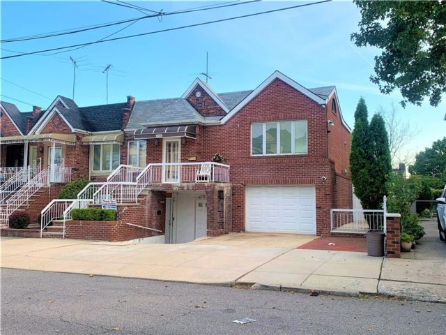 3 BR,  4.00 BTH Multi-family style home in Dyker Heights