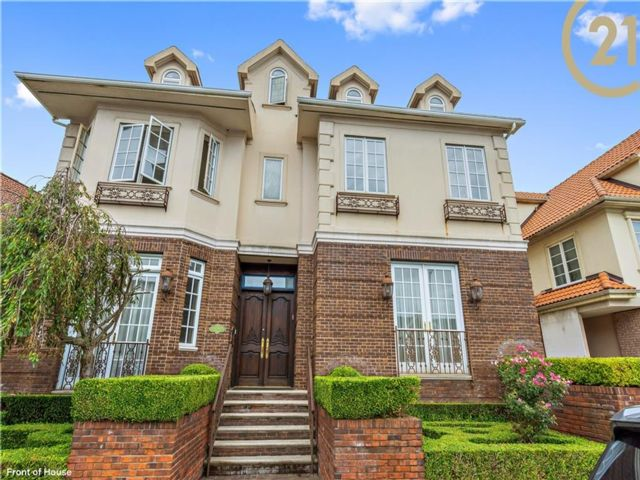 6 BR,  5.00 BTH Single family style home in Sheepshead Bay
