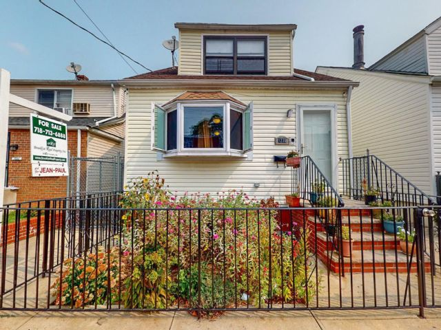 6 BR,  3.00 BTH 2 story style home in Canarsie