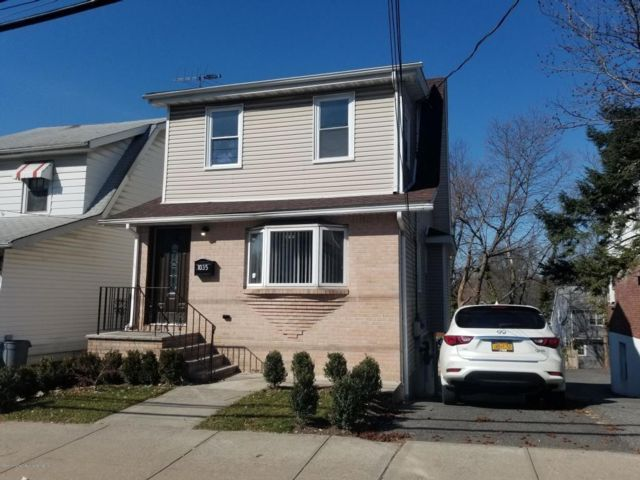 3 BR,  3.00 BTH Multi-family style home in Silver Lake