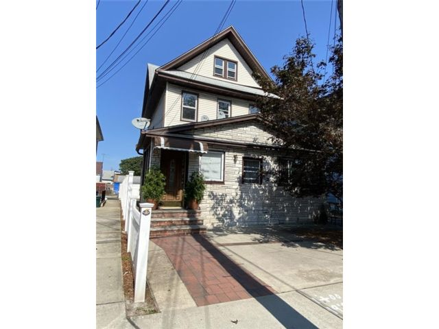 5 BR,  3.00 BTH  Multi-family style home in Springfield Gardens