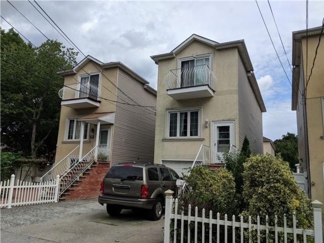 4 BR,  4.00 BTH  Single family style home in Grymes Hill