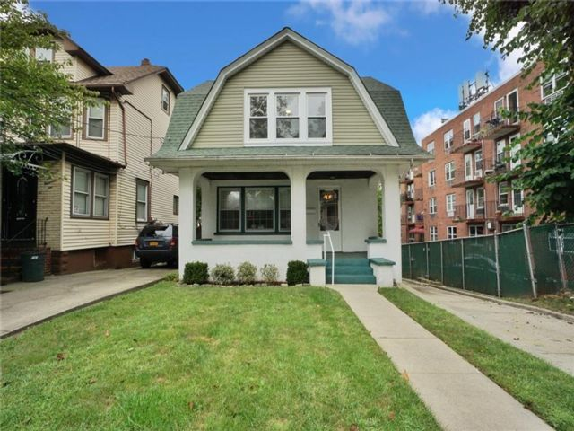 3 BR,  2.00 BTH  Single family style home in West Brighton