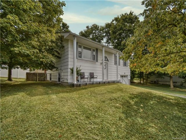 3 BR,  2.00 BTH  Raised ranch style home in Middletown