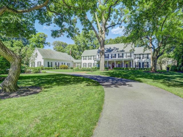 4 BR,  5.00 BTH Colonial style home in Newburgh