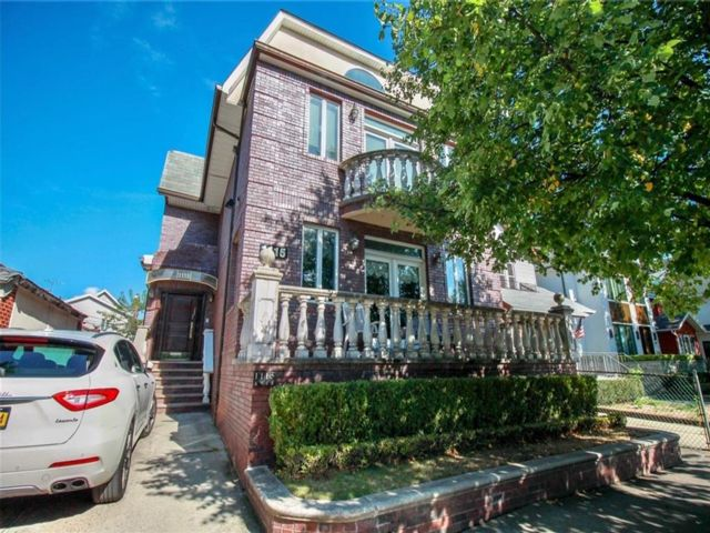 6 BR,  5.00 BTH  Single family style home in Midwood