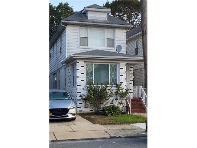 3 BR,  2.00 BTH Single family style home in Flatlands