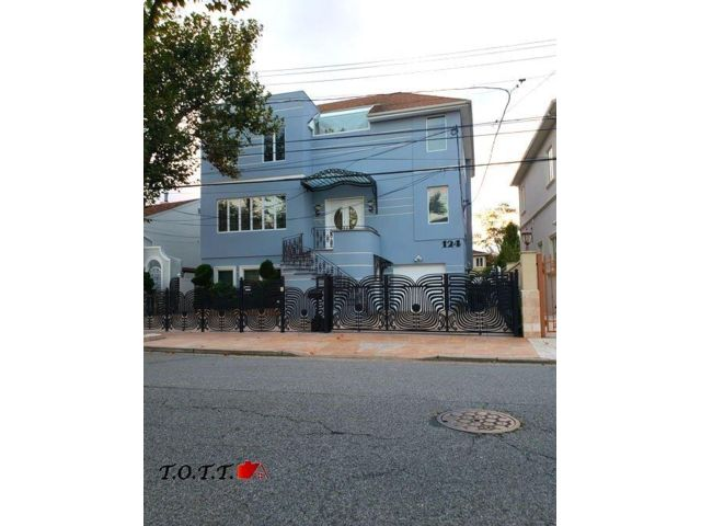 5 BR,  3.00 BTH Single family style home in Mill Basin