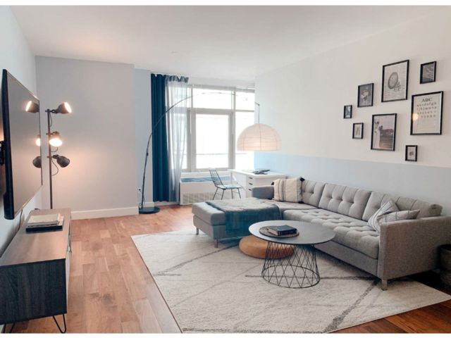 1 BR,  1.00 BTH  Condo style home in Hunters Point