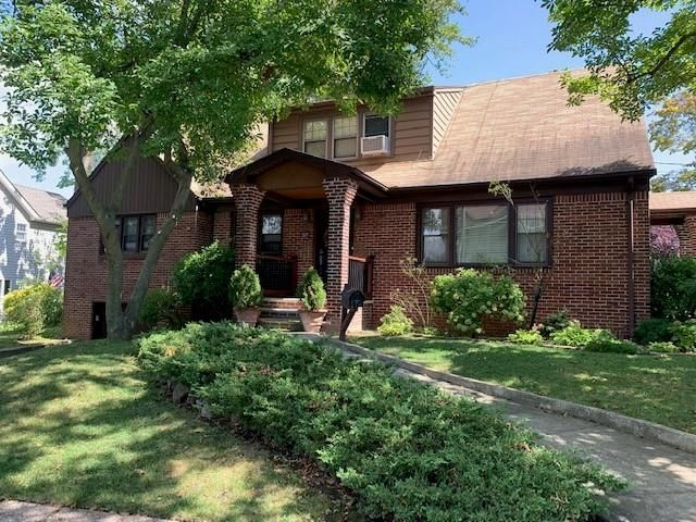 4 BR,  0.00 BTH  Multi-family style home in Royal Oak