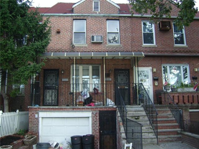 4 BR,  2.56 BTH Multi-family style home in Flatlands