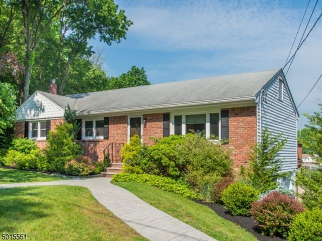 3 BR,  2.50 BTH Ranch style home in Fairfield