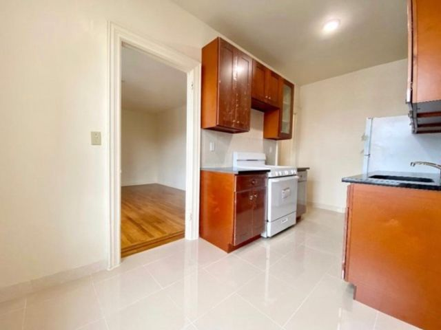 1 BR,  1.00 BTH   style home in Flushing