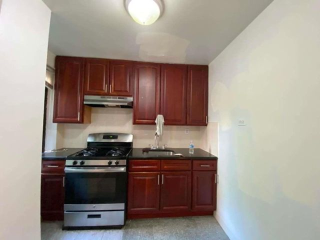 2 BR,  1.00 BTH  style home in Bayside