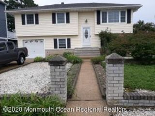 4 BR,  2.00 BTH  Bi-level style home in Toms River