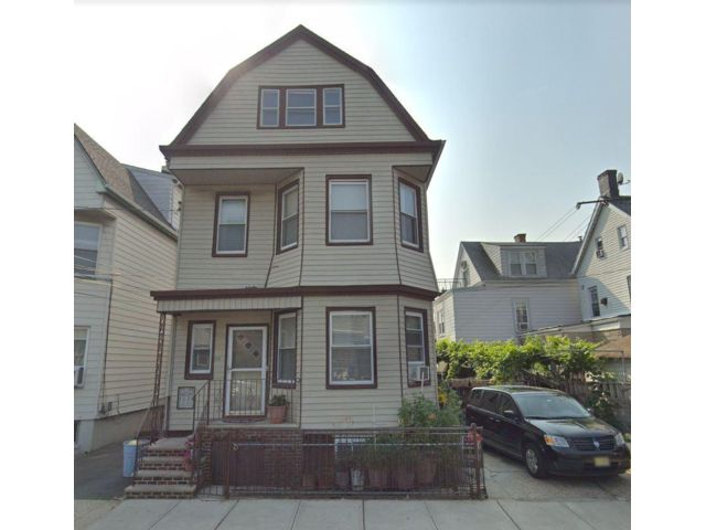6 BR,  4.00 BTH 2 story style home in Kearny