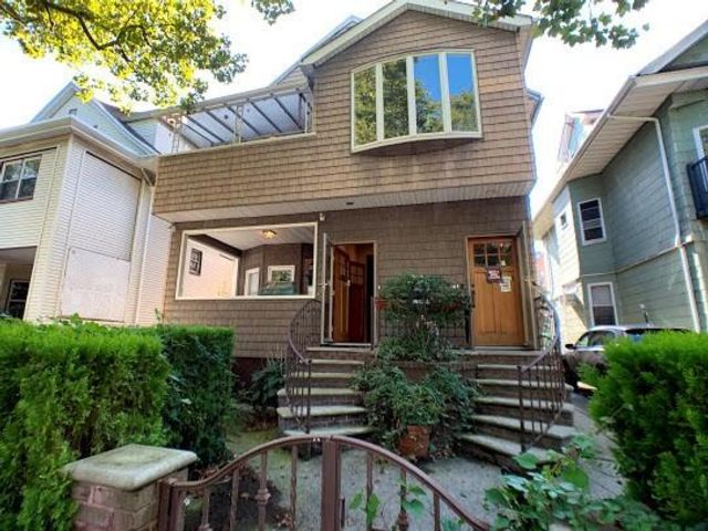 14 BR,  4.00 BTH Multi-family style home in Ditmas Park