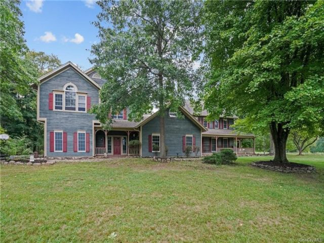 4 BR,  4.00 BTH Colonial style home in Hamptonburgh