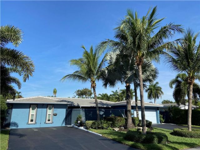 3 BR,  3.00 BTH  style home in Oakland Park