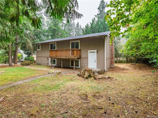 3 BR,  2.00 BTH  Split-level style home in Yelm