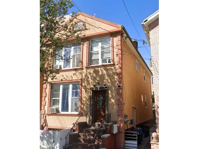 13 BR,  0.00 BTH  Multi-family style home in Brighton Beach