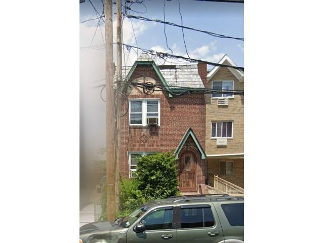 2 BR,  2.00 BTH  Single family style home in Maspeth