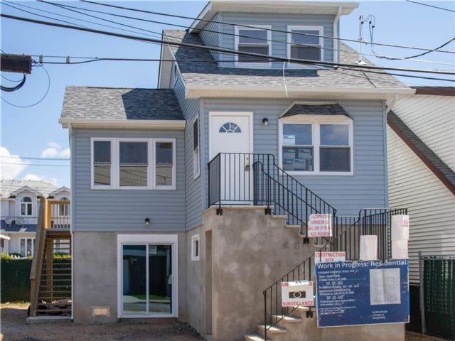2 BR,  1.00 BTH Single family style home in New Dorp